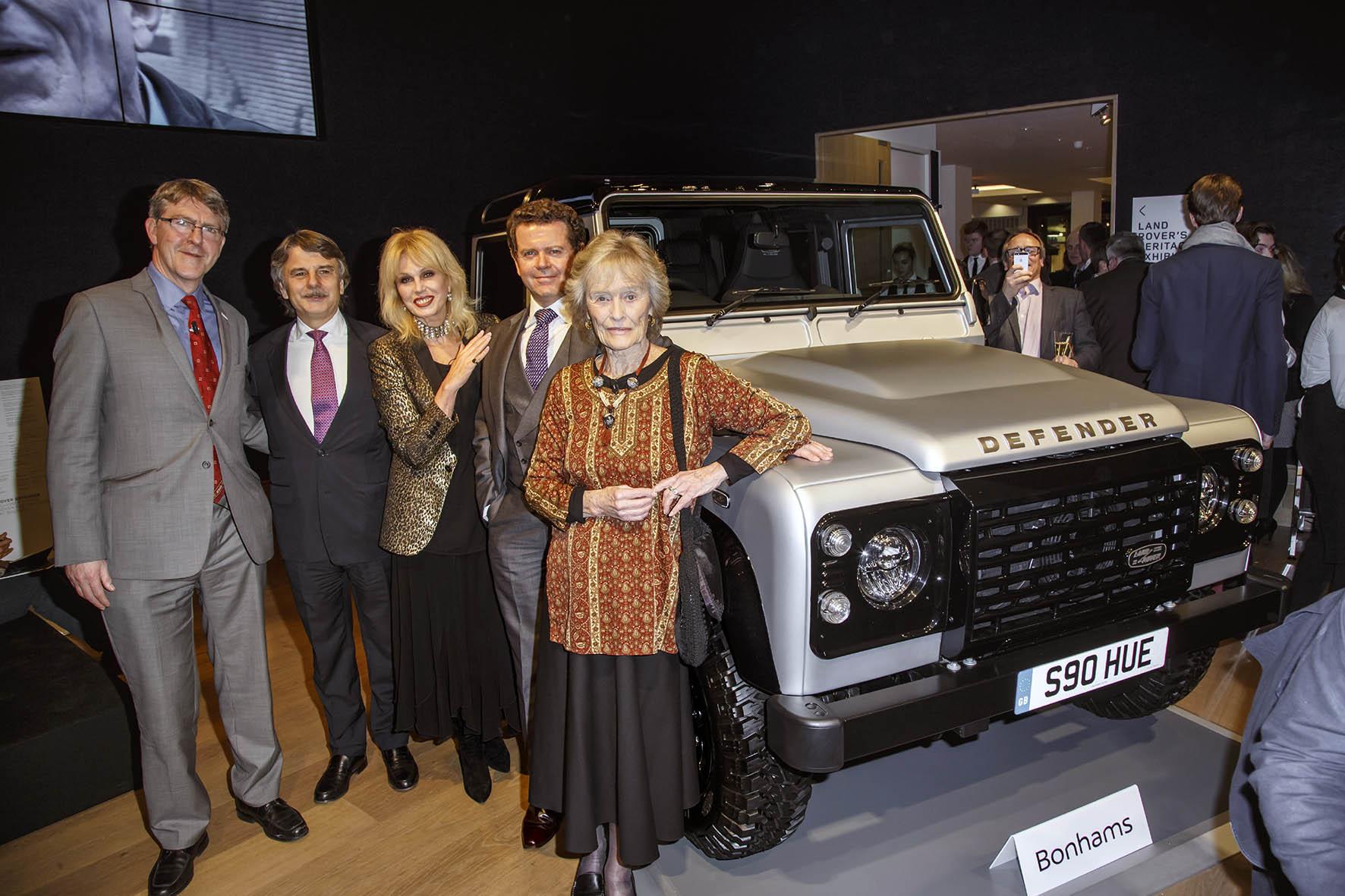 Land Rover Defender geveild voor half miljoen