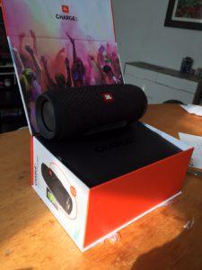 review van jbl charge 3 bluetooth speaker
