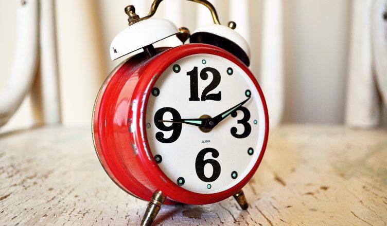 waarom gaat de klok een uur achteruit